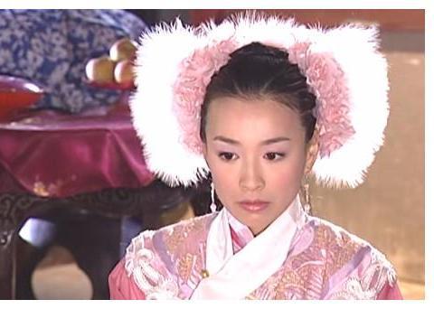 《少林七崁》中的张庭,羽毛代替旗头很少女,一袭白纱显纯洁无瑕