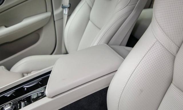28万却以中配入门,换代S60安全、辅驾增配,标配甩开BBA一大截