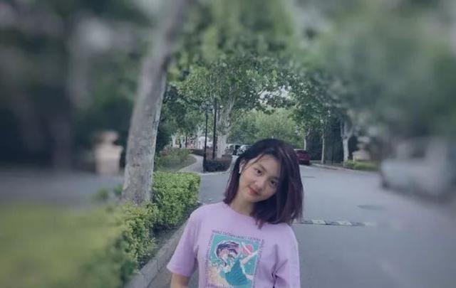 黄磊13岁女儿被骂上热搜:我染发、打耳洞,但我是好孩子