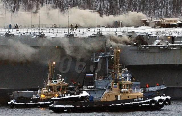俄唯一航母大火被扑灭,蔓延五百平米,13人伤亡,现场惨烈
