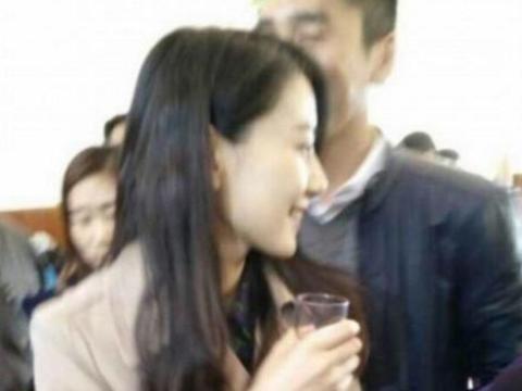 李湘回乡祭祖,全程戴墨镜吃饭时一动不动筷子,搞得众人黑脸