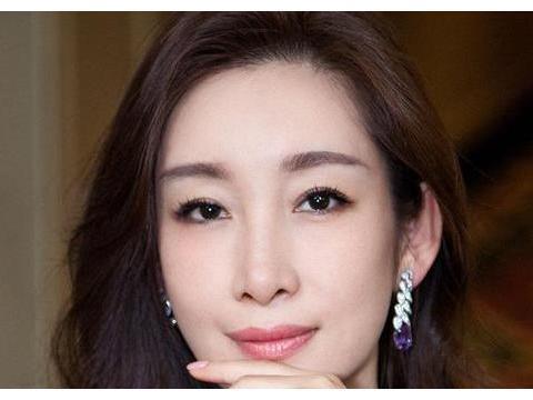 22岁拿下金像奖影后,张嘉译赞她用生命在演戏,你们知道她是谁?