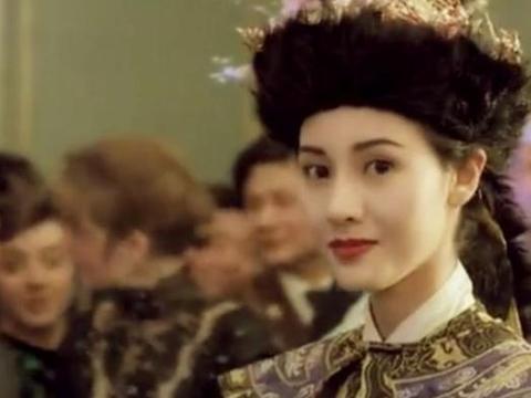 李嘉欣的儿子完全没有继承她的美貌基因,长相随爸爸,被说像溥仪