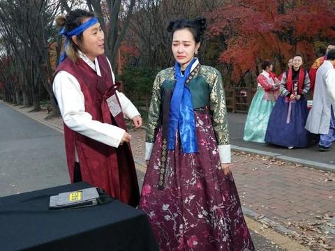 王思佳穿韩服被说像黑山老妖 玩游戏变箭靶气哭:我不玩了