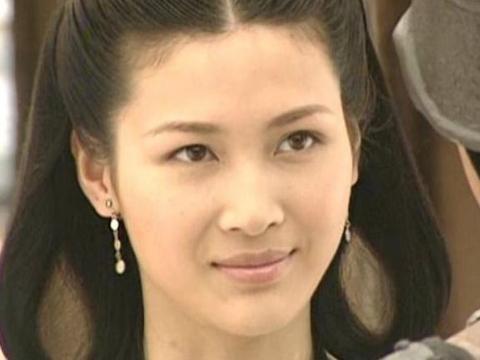 """因演""""李云龙老婆""""走红,富豪老公破产后,她39岁复出拍戏"""