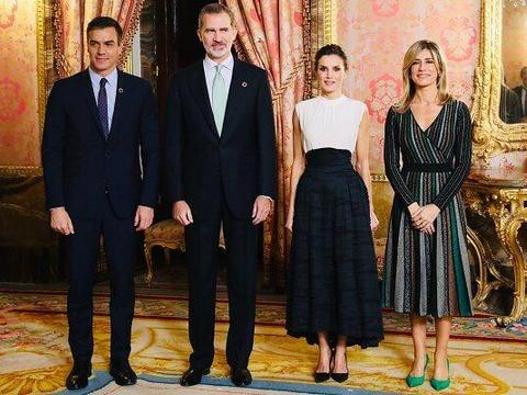 西班牙王后又穿Zara?400块蛇皮纹裙我也买得起穿出4千的高贵感