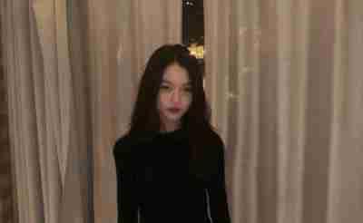 王菲13岁女儿李嫣晒美照,身形纤细浓妆艳抹,国外留学就是不一样
