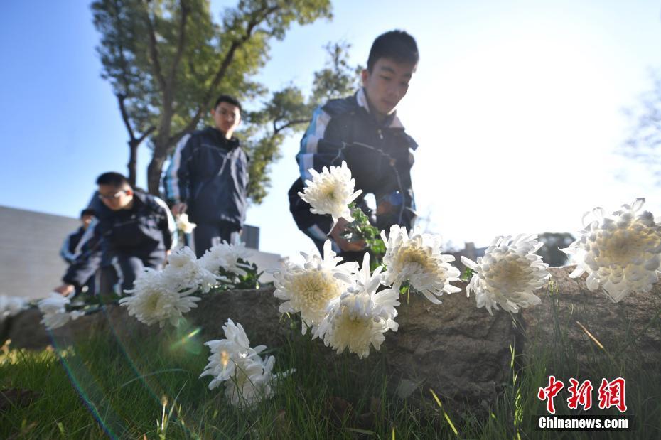 上海淞沪抗战纪念馆举行国家公祭日悼念活动上海淞沪抗战纪念馆举行国家公祭日悼念活动