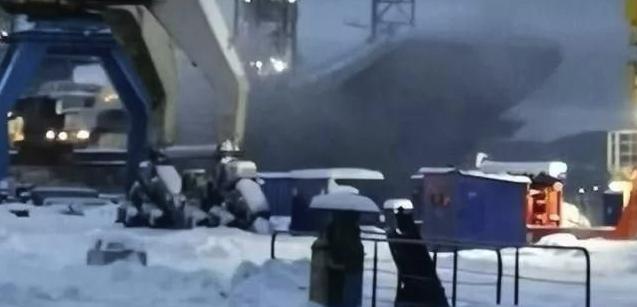 现役唯一航母再酿重大事故,内部燃起大火,俄海军恐将无航母可用