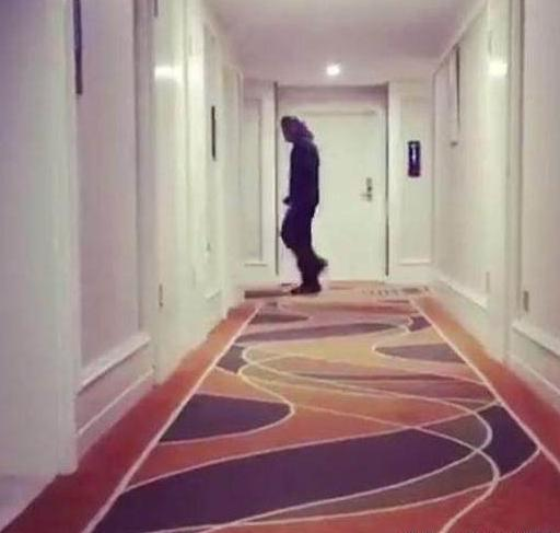 晒晒何润东现实中的家,一条走廊连接多个房间,装修跟个酒店一样