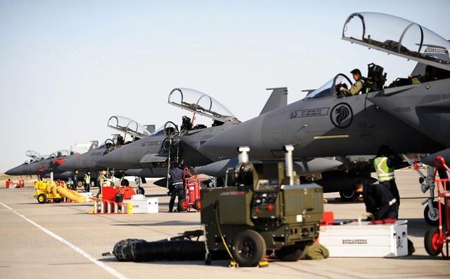 弹丸小国没有纵深却有毒刺,拥有东南亚首屈一指空军力量:傍大腿