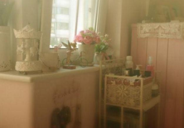 带你看看马思纯的豪宅,家里柜子都是粉色的,看来很喜欢少女风