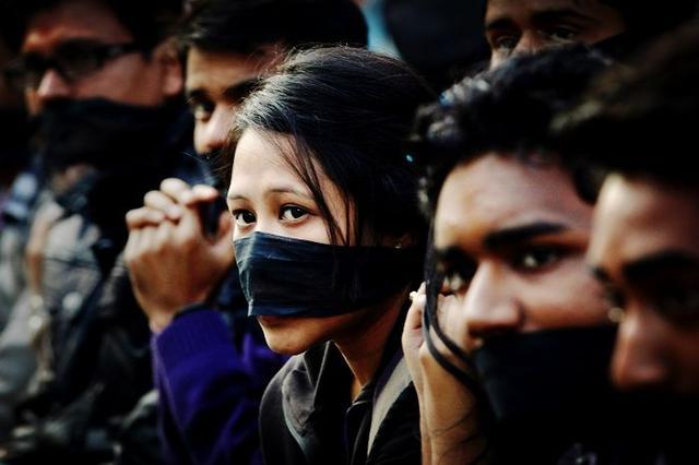 印度又发生一起强奸案!受害人是男性,被4人在车内施暴三个小时