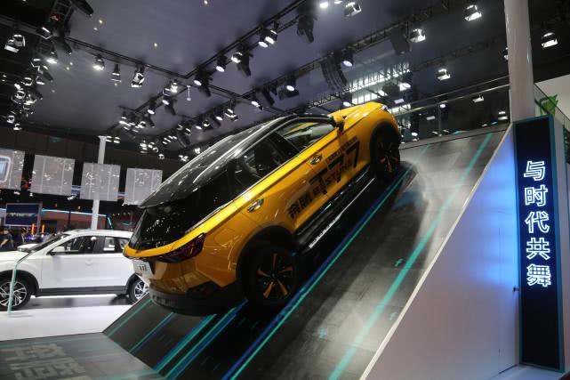 《奔跑吧3》官方指定用车,一汽奔腾T77与时代共舞, 车展实拍!