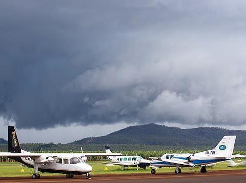 一声巨响,澳大利亚本土一架飞机突然硬生生坠毁,已造成2人死亡