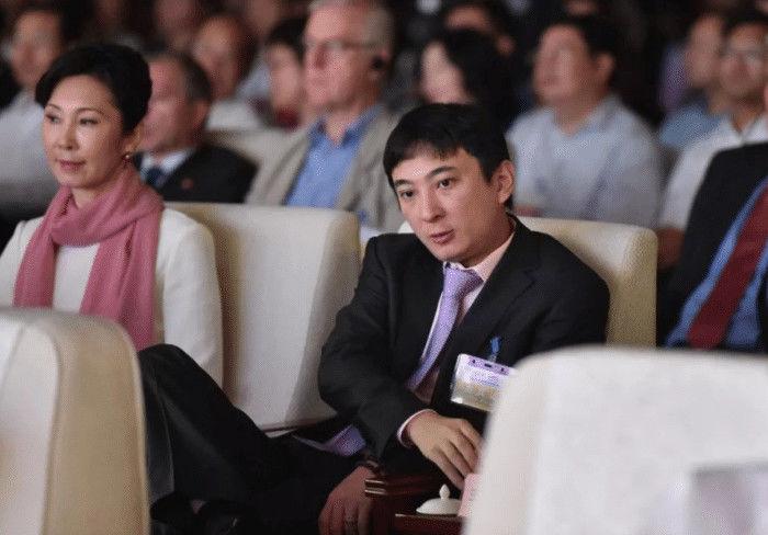 丝毫不怂?王思聪点赞自己被冻结财新闻,网友:手滑了?