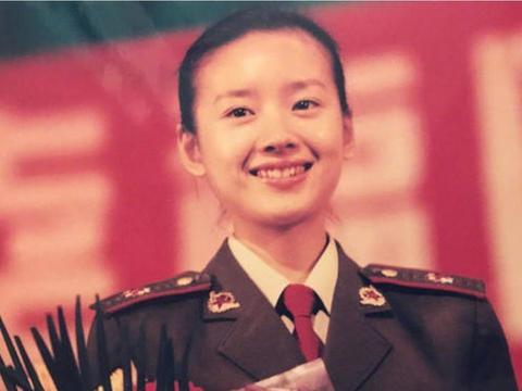 大家只知道她们是当红女明星,却不知她们曾也是一名军人