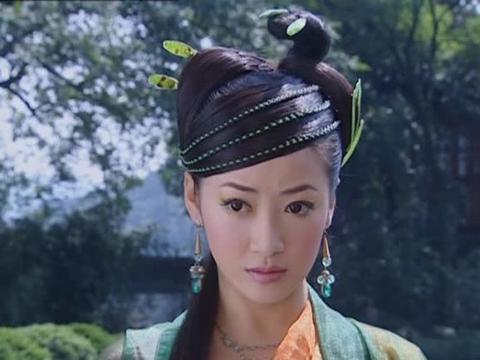 """从头""""绿""""到脚的古装女子,小青刘海都要绿色"""