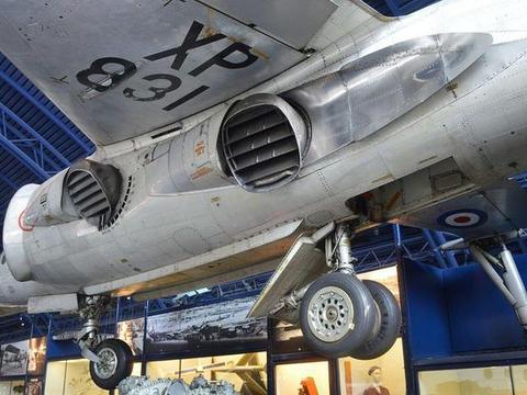 马岛战争中的空战,鹞式战斗机靠什么打得阿根廷空军狼狈不堪?