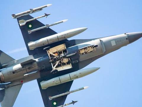 """美国F-16上装一神秘设备,巴铁无可奈何,让枭龙""""冒领""""战功"""