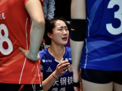 排超八强赛,江苏女排输球,她俩在赛后哭了,估计预感四强无望了