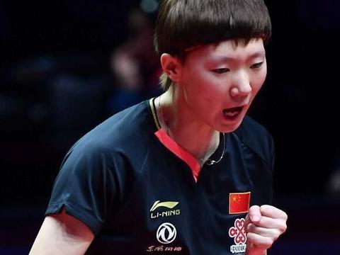王曼昱横扫王艺迪晋级决赛,与陈梦争夺冠军,孙颖莎输得太冤了