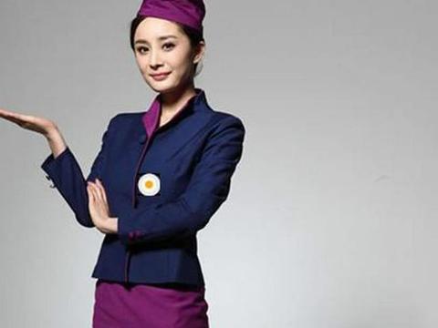 同样是空姐装,唐嫣完美,李沁亲切感十足,她彻底让人爱上