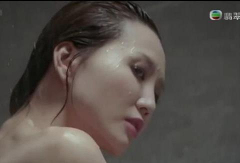吴若希新剧在周柏豪家露肩出浴,杨千嬅拿儿子衣服给她穿