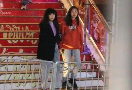 陈奕迅15岁女儿陈康堤个头高过妈妈,与李嫣相比气质不分伯仲