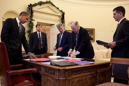 美国总统遭惨败,弹劾报告投票表决获通过,佩洛西以4票优势获胜
