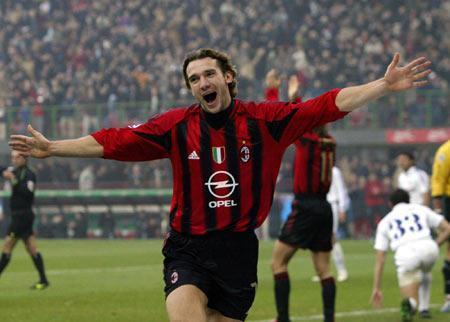 AC米兰队史今天:2004年舍瓦+西多夫梅开二度,6比0狂胜佛罗伦萨