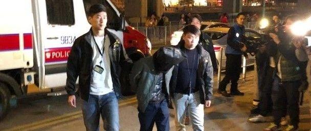 香港街头,有人试爆炸弹