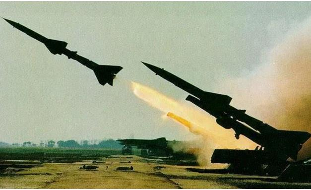 意外再次发生,一架美军侦察机在起飞时被碎片击中,机体严重受损