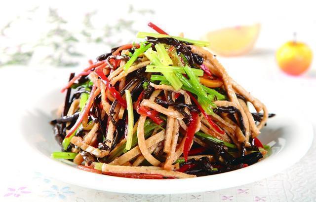 美食:木耳白菜炒肉片,肉末胡萝卜丝,八宝菜
