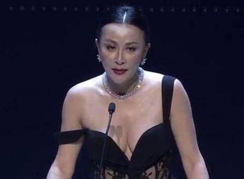 """刘嘉玲""""真人""""长啥样? 看到她晨跑照片时, 网友:"""