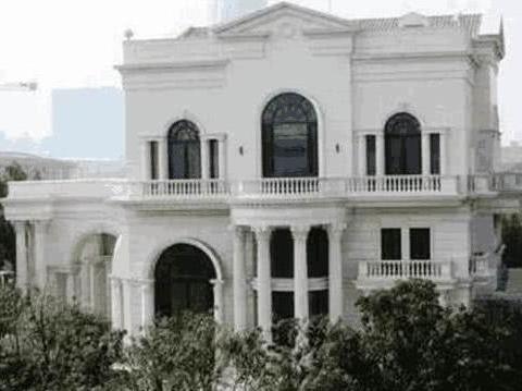 晒李连杰的豪宅,房子价值起码上千万,有花园有喷泉没人住真浪费