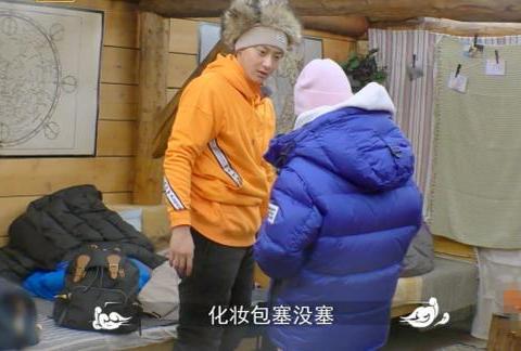 黄子韬直接让周冬雨用自己的化妆品,当他拿出化妆包,周冬雨懵了