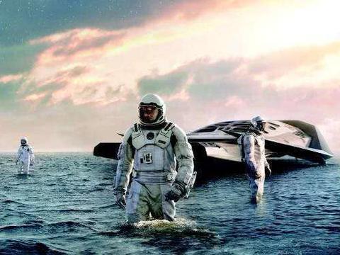 星际穿越一小时等于地球七年,如果地球上看外星球是不是慢动作?