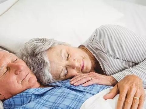 """过了这个年纪""""嗜睡"""",可能是被某些疾病盯上了,发现别大意"""