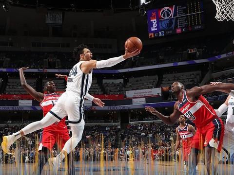 表现出色!狄龙和克拉克合砍52分6篮板助球队取胜