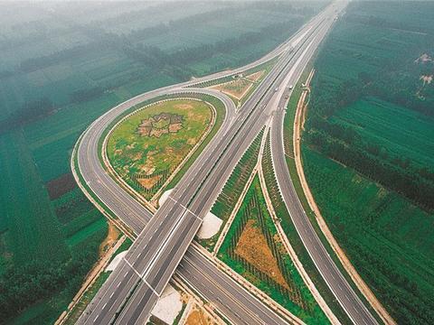 """山东这条高速太""""奇葩"""",限速好比圆周率,车主:2本驾照不够扣"""