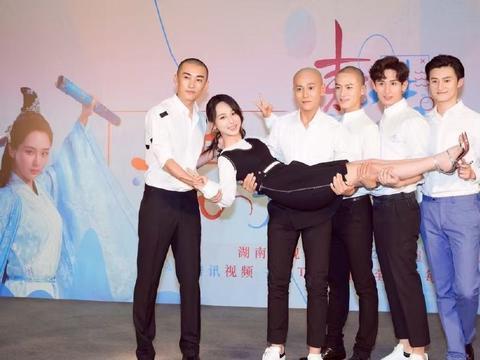 26岁秦俊杰,杨紫的男朋友,被张艺谋看中,和张一山颜值相当