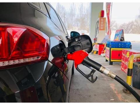复旦大学教授:想要减少排放?汽油税率增加十倍就好了