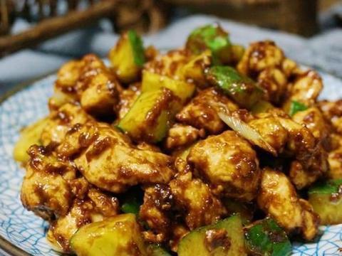 家常菜:酱爆鸡丁,菠菜炒虾仁蛋,蒜香铁杆山药,蜜汁烧鸡