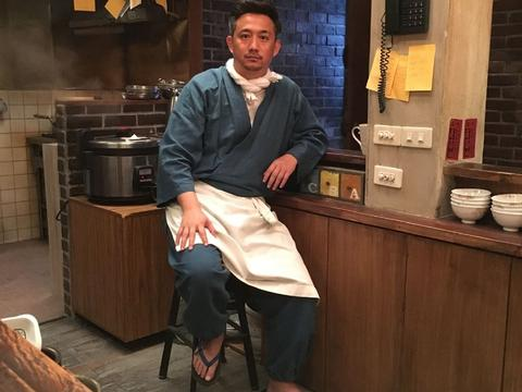 《深夜食堂》46岁黄磊,否认与老婆师生恋,如今三胎盼来儿子