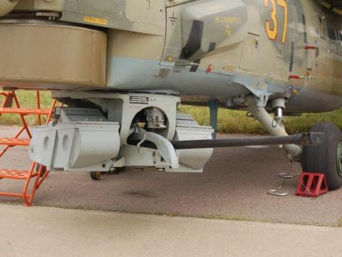 俄军米-28武装直升机坠机现场曝光,座舱完好飞行员怎么就没了?
