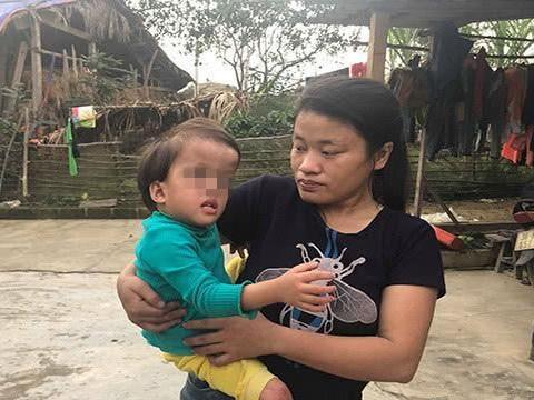 越南女子怀孕被男友抛弃不顾家人反对生下娃,结果孩子是畸形儿