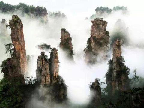 """恩施大峡谷,10公里长的地缝幽深,最值得一看的是顶峰""""一炷香"""""""