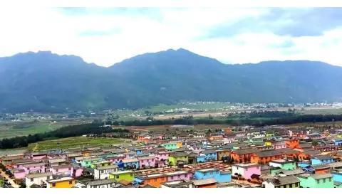 亚洲第一个彩色童话村,原来藏在云南的深山里,想去