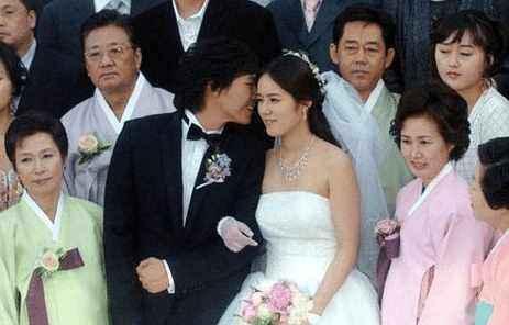 23岁的他们选择结婚,十多年多过去了,这对明星夫妇依然恩爱有佳